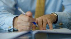 joakim-helenius-finants-kirjutamine-kirjutusvahend-majandus-markmed-pastakas-70593179